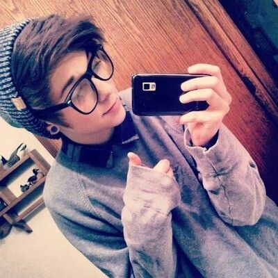 Hot Emo Boy.Enjoy more at my EMO BOY DIARY. I love it when dudes have this Hipster kind of hair. Its amazingly cute!
