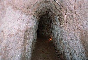 Cu Chi Tunnels merupakan sebuah terowongan bawah tanah yang terletak sekitar 40 km arah barat laut dari Kota Ho Chi Minh. Terowongan Cu Chi digunakan para gerilyawan Viet Cong sebagai tempat bersembunyi selama Perang Vietnam dan merupakan basis operasi untuk Serangan Tet pada tahun 1968. Terowongan Cu Chi sekarang sudah menjadi tempat wisata yang populer di Vietnam.