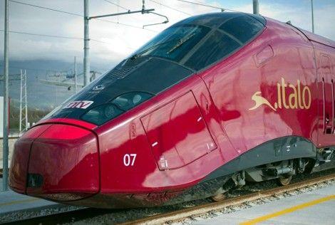 Was erwartet man von einer Zusammenarbeit zwischen dem Ferrari Präsidenten Luca di Montezemolo und der französischen Bahngesellschaft SNCF. Natürlich etwas sehr schnelles, etwas sehr rotes und etwas sehr teures. Und das ist er auch, der neue Schnellzug Italo, der aus dieser Zusammenarbeit entstanden ist. Der knallrote Ferrari Zug soll ab Ende des Monats mit einer Geschwindigkeit von bis zu 300 km/h durch Italien brausen.