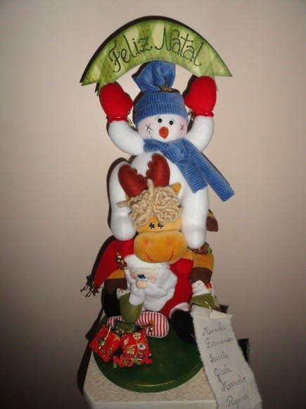 Rena e Boneco de Neve na garupa do Noel. O Papai Noel segura uma lista com a relação das pessoas que receberão presentes. R$ 135,00