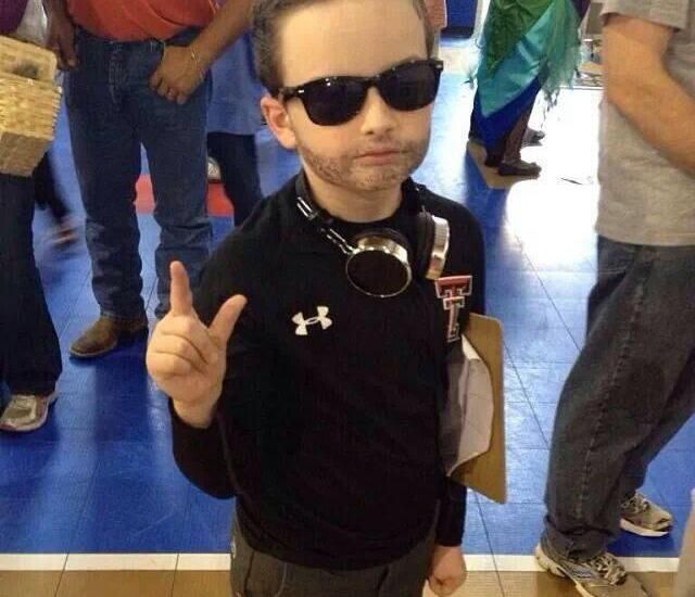 Kliff Kingsbury offers $1,000 to fan with best costume at Oklahoma ...