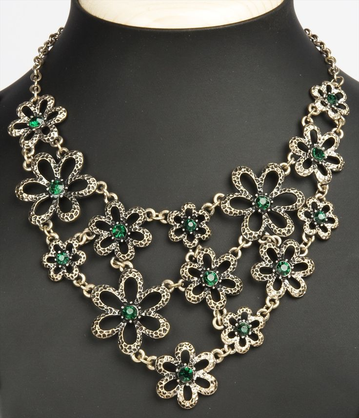 The bouquet necklace by Cenash is a well designed, gorgeouspiece of accessory with an eye catching appeal to it. It sits beautifully on your neck, adding to your mesmerizing charm #catwalkonrent