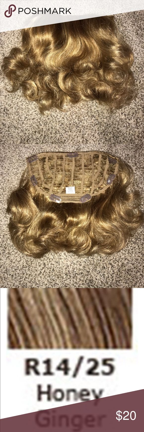 "Jessica Simpson Hairdo 15"" clip in wavy extension Jessica Simpson Hairdo 15"" clip in wavy extension. Honey Ginger. Adds tons of body to hair!  So easy to use!  Only used one time! EUC! Jessica Simpson Accessories Hair Accessories"