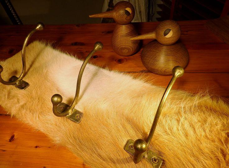 Beautiful light beige calf skin coat rack  -  www.kuliku.no