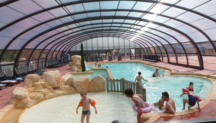 Yelloh ! Village Camping Les Îles – la belle piscine couverte chauffée