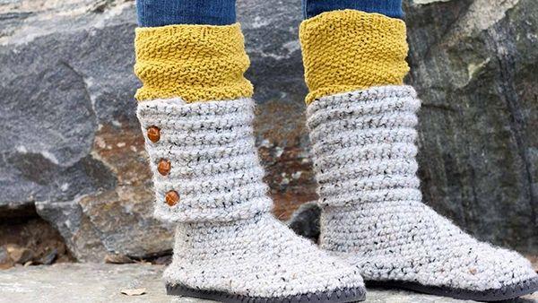 DIY πλεκτά μποτάκια για το χειμώνα με..ένα ζευγάρι σαγιονάρες (video)