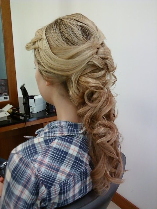 Bridal styles in blondes show so beautifully! You can take the time to admire the details!