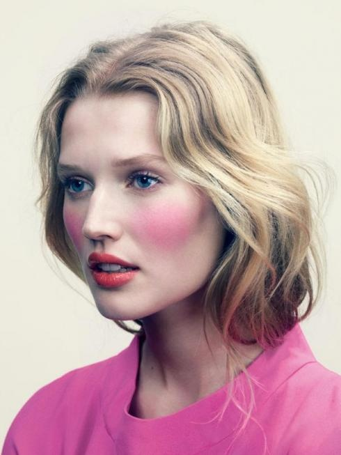Beautiful Makeup, Tony Garrn, Fashion Beautiful, Holiday Makeup, Blushes Pink, Beautiful Editorial, Blushes E.L.F., Red Lips, Hair