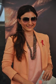Soha Ali Khan Presents Donation Cheque for Women's Cancer Initiative.