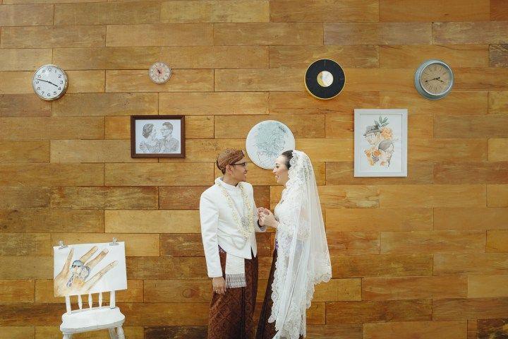 Minang, Jawa, dan International Wedding. Itulah 3 kata yang menggambarkan acara pernikahan di Rumah Saya ini. Penasarankah? Yuk langsung dibaca!