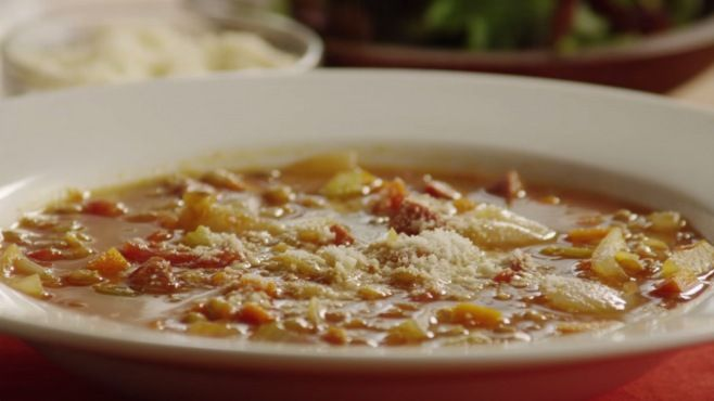 Macaristan: Mercimek Çorbası Tarifi Videolu - Macar mutfağı mercimek çorbası nasıl yapılır, Avrupa mutfağı çorba Tarifleri, Hungarian lentil soup recipe video