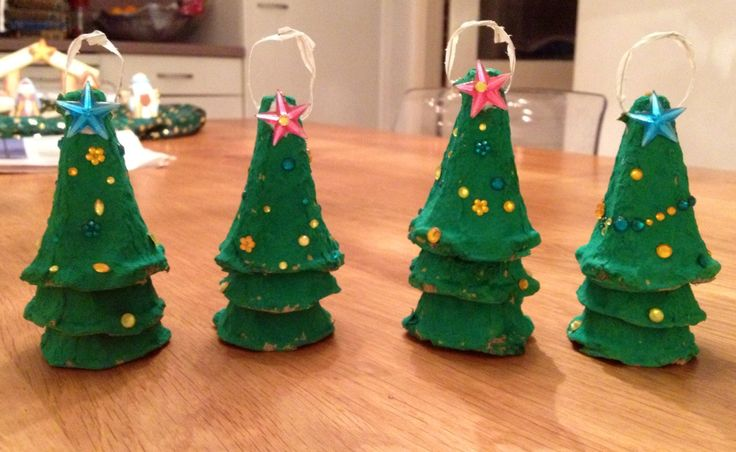 Christmas trees made off eggboxes, fun activity to do with kids!