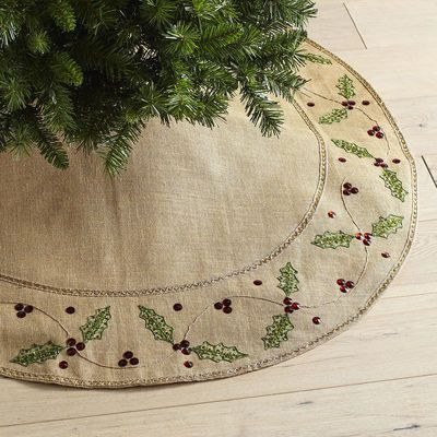 Delicate beaded holly leaves line our delightful tree skirt. The colorful holiday tones make a charming contrast to the natural burlap backdrop and effortlessly incorporate into your holiday decor.