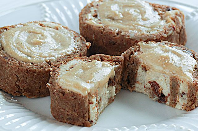 Raw Cinnamon Buns  Buns: 5 dates 1/4 C Water  1 C Ground Flax 1 1/4 C Almond Flour 1 C Spelt Flakes  1 C Chopped Pecans (chopped fine) 2 t. Cinnamon 3 T. Olive Oil  1/4 C Agave 1 C Water Filling:    1 Young Thai Coconut (the white part)  1 C Cashews  1/2 C Almonds  1/4 C Raw Agave  1 T Vanilla (not raw)  1/2 C raisins