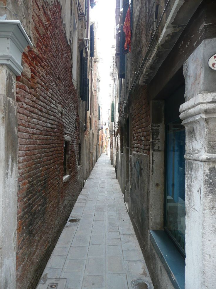 The narrowest street in Venice is called Calletta Varisco ...
