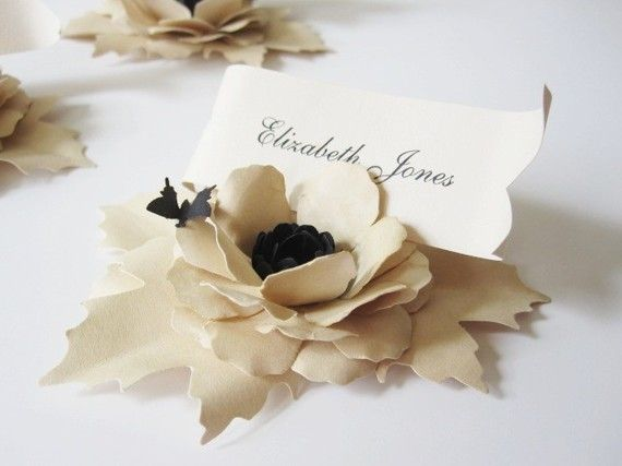 5 Handmade Paper Flower Place Cards with Butterfly por carrieklein