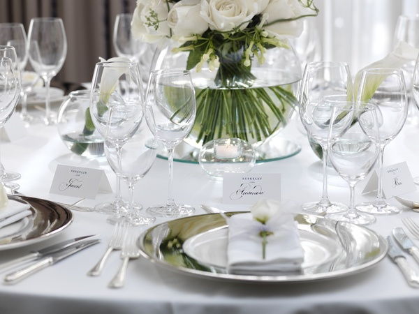 White table setting/ SILVER CHARGERS?