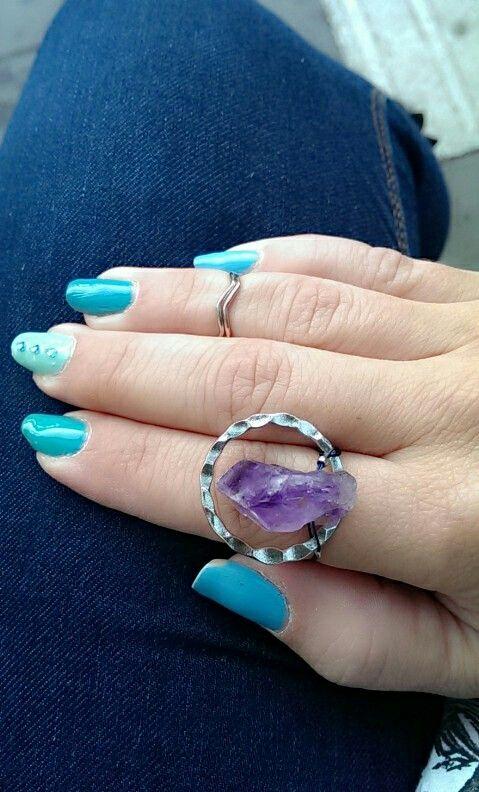 Amethist ring, veraman shellac manicure