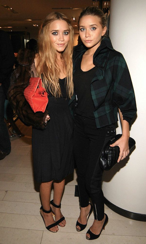Find out what Mary-Kate and Ashley always carry in their bags over on WhoWhatWear. Get the look:...