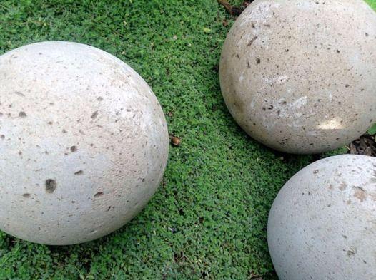 Садовые бетонные шары