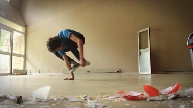 Break ton Neck by Alex Yde. Réalisation - Alex Yde  alexyde0908@hotmail.com