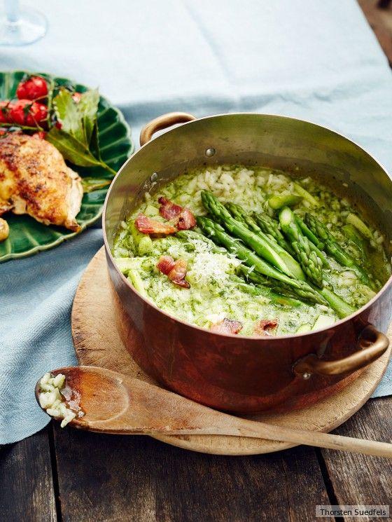 Trendfarbe Grün. Spargel und Pesto verpassen dem Reis das Outfit der Saison. Weit mehr als ein Accessoire: die saftige Perlhuhnbrust.