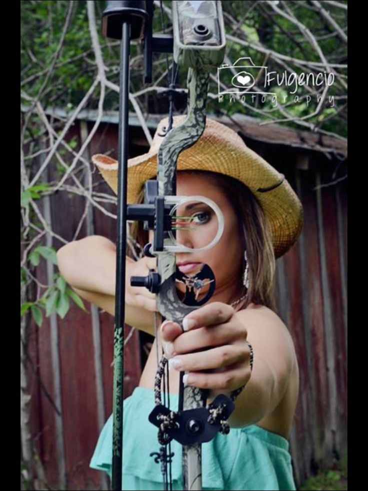Bow and arrow  Country girl senior picture Fulgencio photography