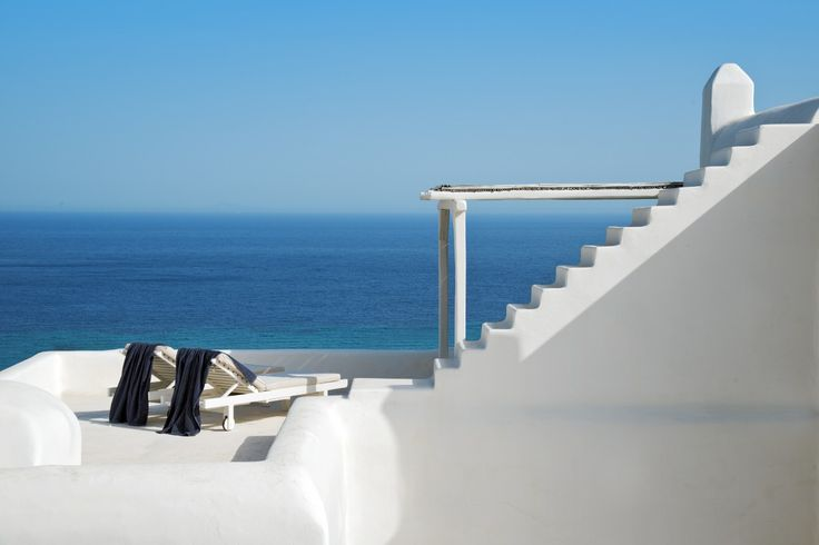 Villa Sophia  is a luxury all-white holiday villa in Greece, in superb private panoramic sea front position in the wonderful island of Mykonos.
