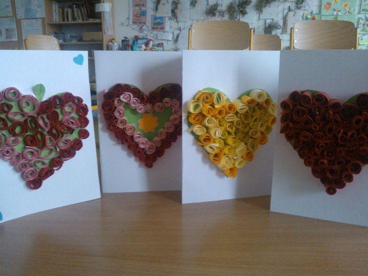 Přání ke Dni matek: Srdíčko ze srolovaných papírových proužků