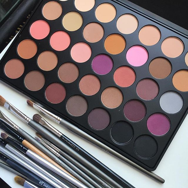 Morphe Brushes 35N palette. All warm shade and all matte. I LOVE matte shades bc they show up best in photos and look best on more mature skin and if done right give a flawless look. #perfection