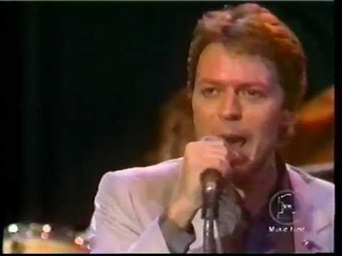 Robert Palmer - Bad Case of Loving You (Doctor, Doctor) (Live)