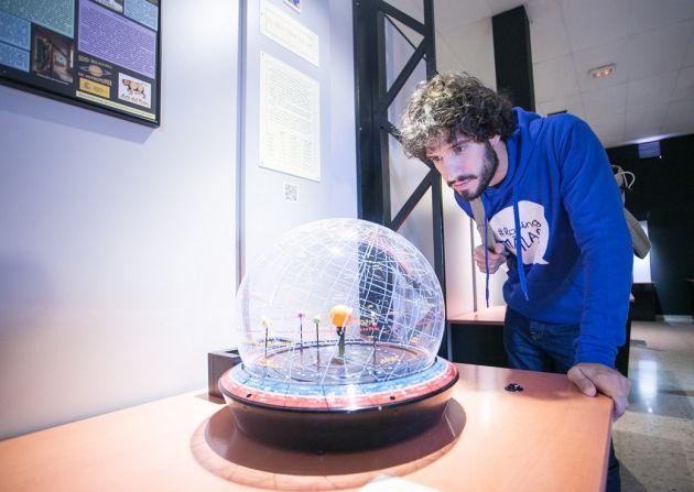Esta mañana visito Principia el parque de las Ciencias de Málaga ¿quieres conocer el mundo de las ciencias y las estrellas?Hoy estaré en el centro Principia, disfrutando de las ciencias de la particular manera que lo hace este centro, a través de una forma interactiva y educativa, siendo un buen recurso para profesores y alumnos en el proceso de enseñanza-aprendizaje.En éste parque de las Ciencias podemos encontrar diferentes salas para visitar, la 'sala de módulos interactivos de ...