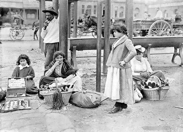 Street vendors in Johannesburg in the late 1890s (With acknowledgement to Friedel Hansen)
