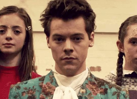 I needed this gif. Omg i love that vid. I just love Harry