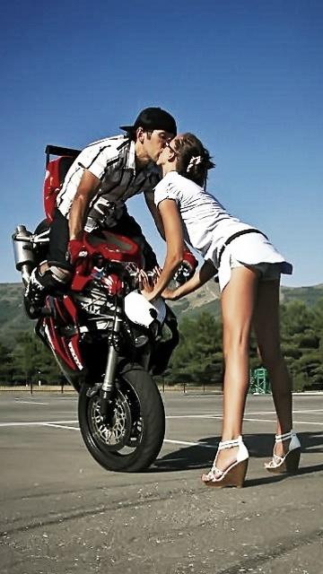 <3 Bike Kiss!