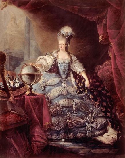 (근세)로코코 시대_드디어 우리가 너무나도 잘 알고있는 영국 사치의 여왕 '마리앙뚜아네뜨 여왕'이다. 이 여인도 마담퐁파두르 못지않는 사교계의 여왕이었다. 그녀의 패션을 살펴보면 화려한 레이스장식과 넓은 파딩게일, 단단하게 조아 맨 코르셋, 화려한 망토 그리고 높게 치솟은 머리 가 인상적이다. 아마도 머리는 고딕양식의 영향이 아닐까 생각된다. 실제로 저 머리는 나중에는 건축적 모형으로까지 발전하였으며 문을 드나듬에있어서 큰 장애까지 주었다고한다. 또한 숨통을 막을 만큼 꽉 매인 코르셋으로 식사조차 제대로 하지 못한 것은 물론이거니와 기절하는 여인은 수도없이 많았다고 한다. 답답한 숨통에 머리는 높게라니 어쩌면 당시에는 서민 여성의 생활이 더 윤택했겠다는 생각이 든다.