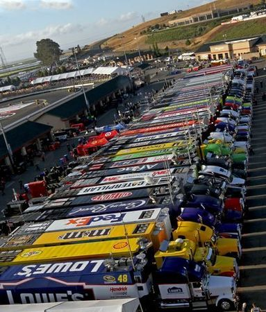 Nascar_Haulers_detail.JPG (383×450) my question is how do they park so well....?