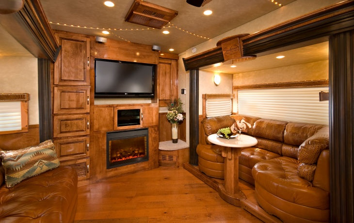 """This is part of a luxury horse """"trailer""""!!  OMG"""
