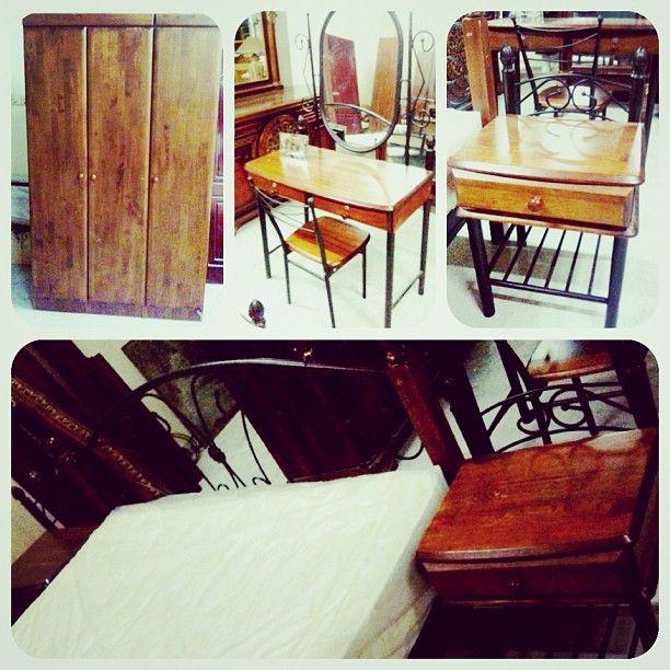 للبيع غرفة نوم خشب بحالة ممتازة سرير كمدينو2 تسريحة مع كرسي كبت 3 صفق ماترس جديد السعر 80 Bd Home Decor Furniture Home