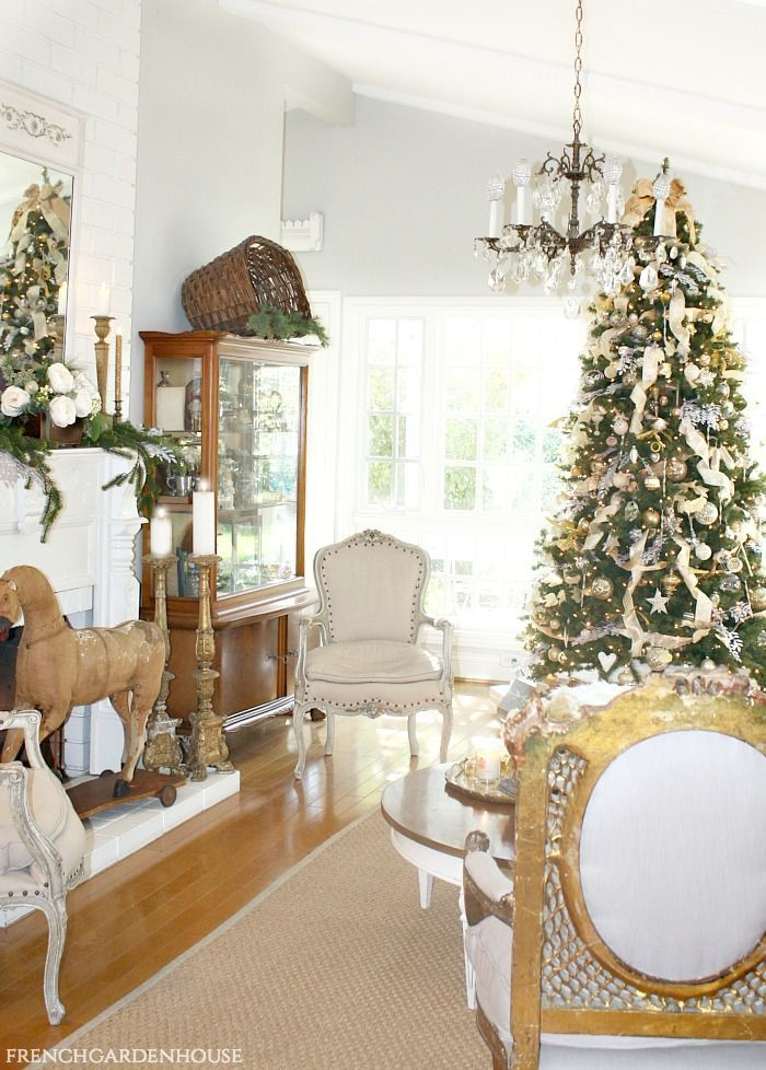 21 Best French Country Style Interiors Fancydecors In 2020 Country Decor Rustic French Country Christmas French Country Decorating