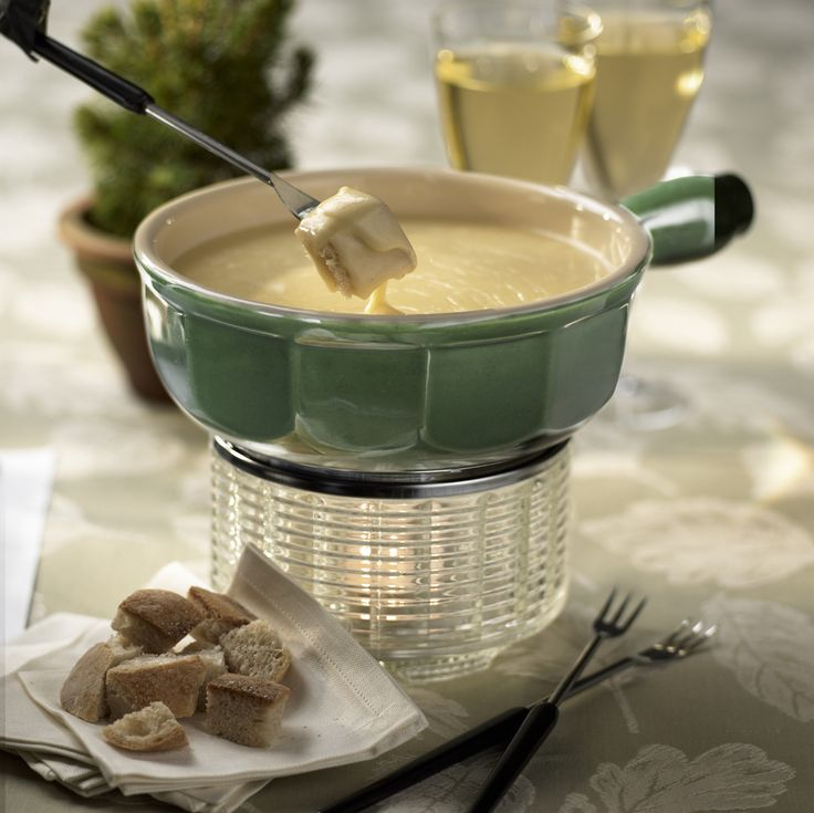 Sharp Cheddar Fondue with Cabot Sharp Cheddar