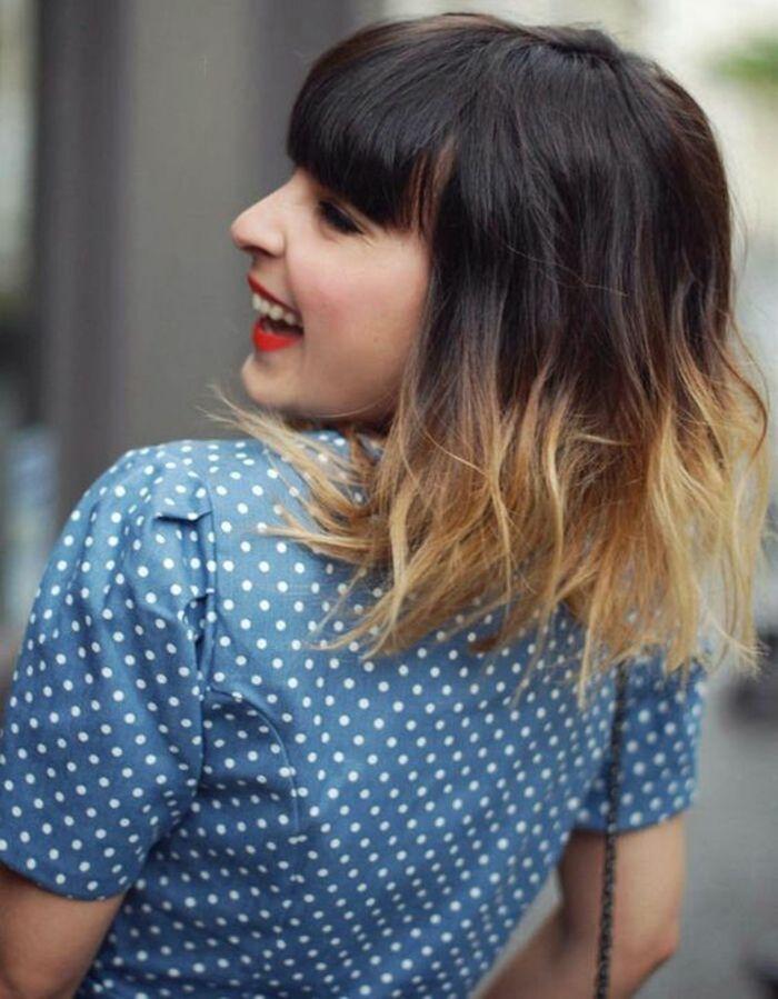 un joli tie and dye cheveux courts, un carré ondulé avec frange