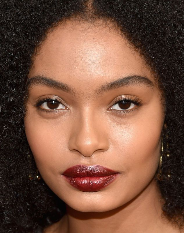 Yara Shahidi went for a mostly natural beauty look with a deep brown lipstick to finish the look.