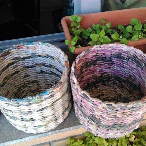 Macetas hechas de papel de peri dico reciclaje con papel for Papel pintado periodico