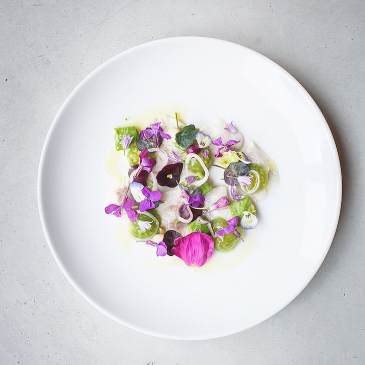 The floral green tomato dish  #rotterdamunfolded #restaurantdejong #edibleflowers