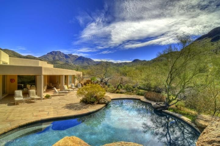 28 best jaw dropping backyard pools in scottsdale for Scottsdale homes for sale with guest house
