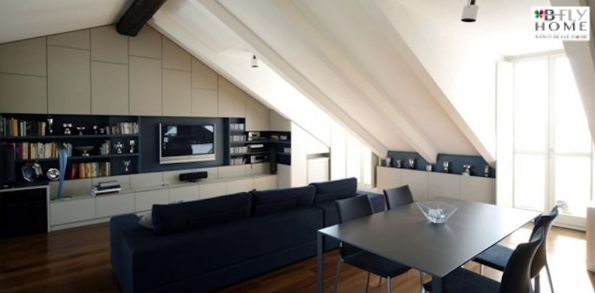 Proponiamo a Torino, Centro Storico, in palazzina di fine '800, splendido appartamento di 120mq. L'immobile è caratterizzato da balconi e numerose finestre con vista Po e Parco del Valentino. In vendita a €550.000.