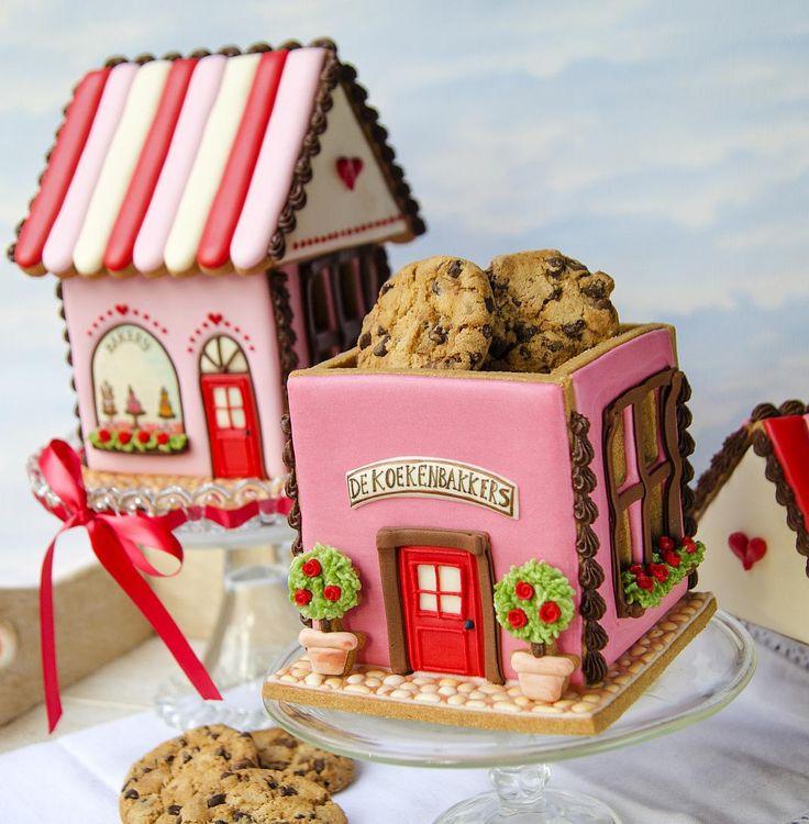 De bakker om de hoek of een bijzondere in het dorpje verderop. Iedereen heeft wel een favoriet. Deze bakkerijen zijn gemaakt van versgebakken koekjes, wie houdt daar nou niet van? Ook ontzettend leuk om als koektrommel te gebruiken! En je kunt de trommel erbij opeten.