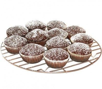 Briose cu cacao -Briose pufoase cu cacao, usor de facut chiar si pentru incepatori, perfecte pentru micul dejun, ca gustare intre mese sau ca desert. Poti adauga in ele stafide sau daca vrei sa fie si mai dulci poti adauga chipsuri de ciocolata.