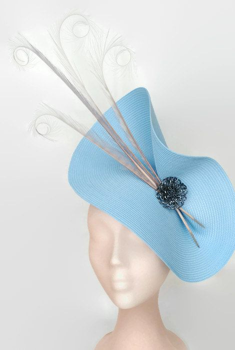 Grey and pale blue fascinator. Elegant light blue hat with the base in sky blue decorated with a handmade flower of stones and some pheasant grey feathers. It is a very elegant hat that wear for weddings, horse races, cocktails, derby...  It is mounted on a headband that allows to tilt the hat to the liking of each one.  You can choose the side of the head were you like to wear the fascinator.  The headdress has been hand sewn.  Any color of the fascinator can be changed to order.  You can…